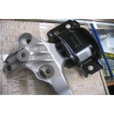 Подушка двигателя правая Renault Dokker,Lodgy (Renault 113756731R)